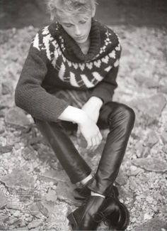 Men in Sweaters Cute Boy Hairstyles, Leather Fashion, Mens Fashion, Mens Leather Pants, Icelandic Sweaters, Young Fashion, Boys Jeans, Hot Boys, Men Sweater
