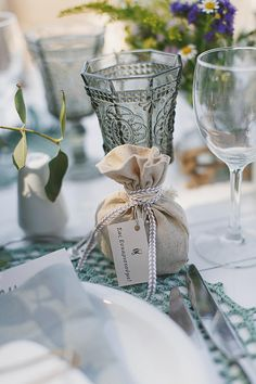 Μπομπονιέρα γάμου με λινάτσα, ιδανική για ένα γάμο με rustic στυλ