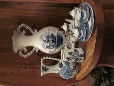 Blue Delft vases & tea set Blue And White China, Love Blue, Blue China, Blue Willow Decor, Blue Onion, Country Blue, White Dishes, Blue Pottery, Teapots And Cups