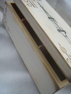 Drewniane pudełko na herbatę, postarzane, z grafiką wrocławskiego Pręgieża.