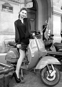 All things Lambretta & Vespa Moto Vespa, Piaggio Vespa, Scooter Bike, Lambretta Scooter, Vespa Scooters, Lml Vespa, Emily Ratajkowski, Lml Star, Motor Scooters