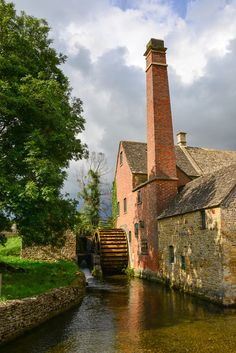 The old mill museum along the river to the village of Upper Slaughter built in the nineteenth century.