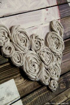 DIY Wall Art ~ LOVE Easy Craft Ideas Hot glue fabric flowers into a heart shape Diy Projects To Try, Crafts To Make, Home Crafts, Arts And Crafts, Diy Crafts, Crafts For Kids, Art Projects, Diy Wand, Fabric Art