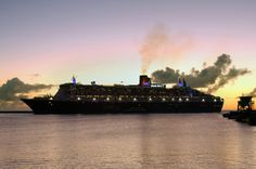 Queen Mary 2 - the last Ocean Liner during the perfect time of day - @Cunard Line