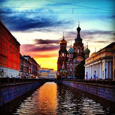 Watching the sun set at midnight in St. Petersburg, #Russia