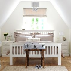 Bedsteads, bedroom, bed, bedding, white, bedside cabinet, light bedroom, painted furniture