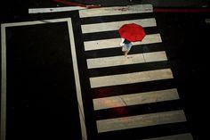 Paysage urbain - Photo Matthieu Casimiri  -  La fille au parapluie rouge