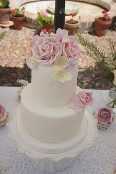 30 Brilliantly Designed Wedding Cakes: http://www.modwedding.com/2014/10/17/30-brilliantly-designed-wedding-cakes/ #wedding #weddings #wedding_cake Featured Wedding Cake: Sweet Things by Fi