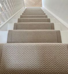 Stairs carpet • Instagram Painted Stairs, Wood Stairs, Sisal Stair Runner, Hallway Inspiration, Hallway Ideas, Treads And Risers, Stair Rods, Modern Stairs, Carpet Stairs