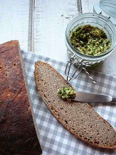 Delicious blog: Celozrnný pšeničný kváskový chléb s olivovým pestem Pesto, Tacos, Ethnic Recipes, Blog, Blogging