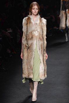 #Valentino #FW2015_16 #trends #furry #Catwalk #PFW #Paris