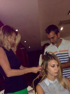 Preparando peinados con Maria