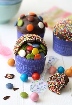 how sweet -- little baby Piñata cupcakes!