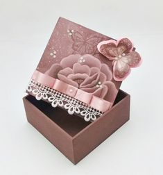 Scrapbooks are not meant just for photos. Crafts For Girls, Hobbies And Crafts, Diy And Crafts, Balloon Box, Cigar Box Crafts, Diy Plaster, Shabby Chic Wreath, Altered Cigar Boxes, Handmade Jewelry Box