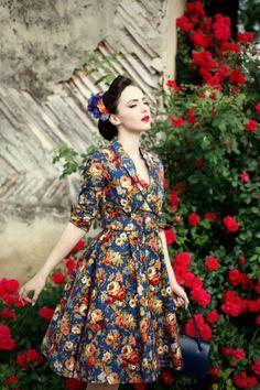 50s Vivi Vintage Floral Swing Dress in Dark Blue - Lindy Bop