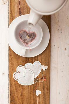 Cool wedding favours | wedding favour ideas | wedding favour inspiration | DIY heart shaped tea bags