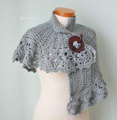 HERA Crochet capelet pattern pdf by BernioliesDesigns on Etsy