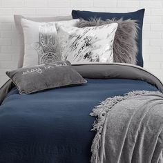 Dormify offers a ton of fashionable twin xl bedding options for your dorm room with dorm bedding sets that shows off your own personal style. Shop our collections today! Dorm Room Themes, Cool Dorm Rooms, Dorm Room Designs, Home Room Design, House Design, College Bedding Sets, Dorm Bedding Sets, Blue Bedding, Blue Grey Rooms