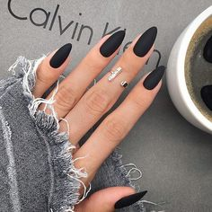 Best Trendy Matte Black Nail Designs- Black scrub nails are full of personality, can create a cool image, can also attend a variety of formal occasions. No matter where it appears, it comes with the temperament of a hegemonic president. Almond Nails Designs, White Nail Designs, Acrylic Nail Designs, Black Acrylic Nails, Matte Black Nails, Black Nails Short, Nail Black, Matte Almond Nails, Oval Nails