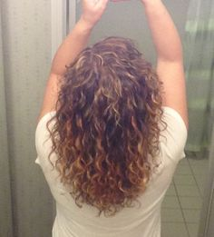 Pintura highlights by my awesome Deva Curl stylist! Q Hair, Curly Hair Cuts, Short Curly Hair, Curly Girl, Wavy Hair, Curly Hair Styles, Deva Curl Cut, Girls Hairdos, Medium Layered Hair