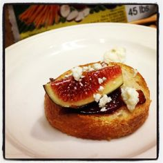 Fresh Mission Dried figs, caramelized onions & Gorgonzola Bruschetta