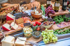 Érase una vez Bodas y Eventos: Una boda industrial decorada con frutas y verduras