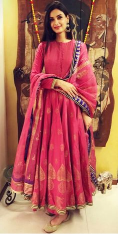 Diana Penty wears festival colours. Latest Kurti Design LATEST KURTI DESIGN | IN.PINTEREST.COM FASHION #EDUCRATSWEB