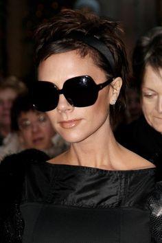 28 fotos que provam que Victoria Beckham é a rainha dos óculos escuros
