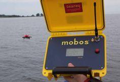 Den MOBOS-Empfänger gibt es als Festeinbau für den Steuerstand oder portabel, spritzwassergeschützt, für den mobilen Einsatz.