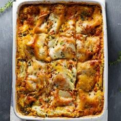 Skinny Spinach Lasagna - layers of ricotta, spinach, noodles, sauce and cheese. 250 calories of yum!. | pinchofyum.com