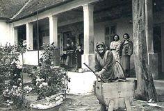 Mosógép az 1930-as években. Old Pictures, Old Photos, 1. Mai, Rare Historical Photos, Folk Dance, Central Europe, Budapest Hungary, Eastern Europe, Past