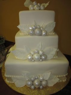Christmas Wedding Cake - www.crumbboss.com
