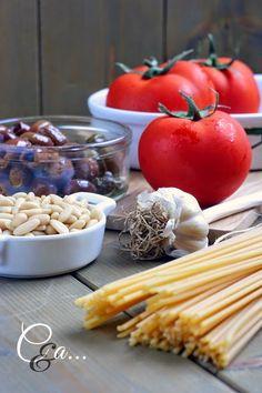Cucinando e assaggiando...: Spaghetti al pomodoro...