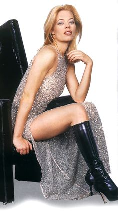Star Trek Voyager Actress Jeri Ryan Might Possible Be the Hottest Borg Ever! Star Trek Voyager, Star Trek Enterprise, Star Trek Crew, Star Trek 1, Star Trek Cosplay, Jeri Ryan, Star Trek Uniforms, Celebrity Boots, Star Trek Images