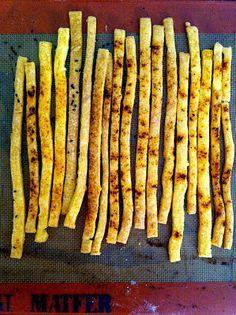 Hungarian cheese sticks - A világ legjobb sajtos rúdja Baby Food Recipes, My Recipes, Cooking Recipes, Favorite Recipes, Hungarian Cuisine, Hungarian Recipes, European Dishes, Savory Pastry, Salty Snacks