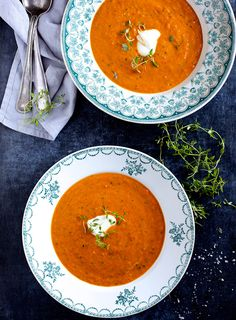 Suppe med bagte tomater & peberfrugt - The Food Club, A Food, Good Food, Yummy Food, Food And Drink, Sweet Potato Carrot Soup, Soup Recipes, Vegetarian Recipes, Danish Food, Low Carb Appetizers