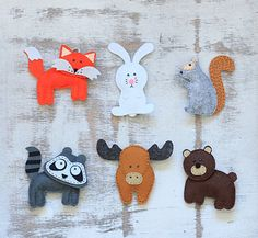 Set of 6: moose, rabbit, fox, racoon, bear, squirrel (custom order animals possible). Width: 2-4/ 4.5-10 cm Length 3.5-4/ 9-11 cm They are
