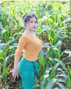 Korean Beauty Girls, Sexy Asian Girls, Beautiful Asian Girls, Asian Beauty, Beautiful Muslim Women, Beautiful Hijab, Vrod Harley, Burmese Girls, Myanmar Women