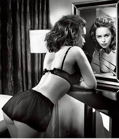 6,606 отметок «Нравится», 49 комментариев — Emilia Clarke (@emiliaclarkee) в Instagram: «Emilia for Esquire Magazine ❤️»