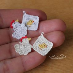 Set of 2 miniature tiny crochet potholders hen and chicken by MiniGio on Etsy Kawaii Crochet, Cute Crochet, Crochet Motif, Crochet Doilies, Crochet Toys, Crochet Patterns, Crochet Chicken, Crochet Potholders, Dollhouse Accessories