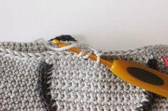 Create and Decorate: Pattern on crochet owl Crochet Owl Pillows, Crochet Birds, Crochet Animals, Owl Crochet Pattern Free, Free Pattern, Knitted Owl, Knitted Hats, Crochet Poncho, Merino Wool Blanket