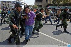 "6 de mar. de 2014 / ""Venezuela National Guard members arrest an opposition activist in Caracas, by @jbarreto1974"""