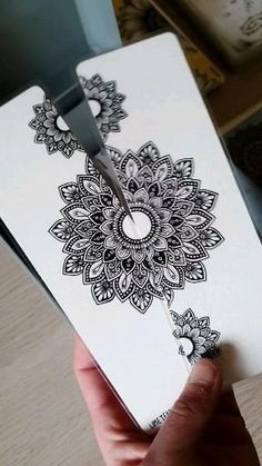 Mandala Art Lesson, Mandala Artwork, Mandala Drawing, Bullet Journal Art, Bullet Journal Ideas Pages, Diy Arts And Crafts, Paper Crafts, Gifts For 18th Birthday, Indian Art Paintings