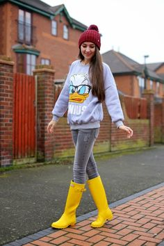 Yellow Rain Boots, Wellies Rain Boots, Hunter Outfit, Hunter Boots, Sexy Jeans, Rain Wear, Leggings, Quack Quack, Sexy Boots