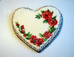 Wiązanka z róż na pierniczku - needlpoint rose cookies by Teresa Pękul