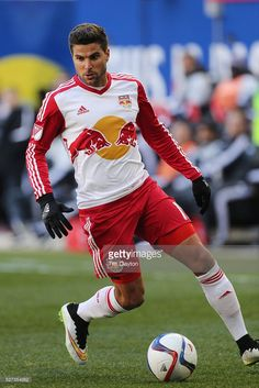 salvatore-zizzo-new-york-red-bulls-in-action-during-the-new-york-red-picture-id527354952 (683×1024)