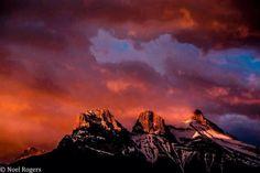 de 3 Zussen bij Canmore, Alberta. Skiën in Banff/Lake is top. Verblijven in Canmore goede keus.  Fito: Noel Rogers via Wintersport in Canada. Meer weten over skiën in Canada? http://www.reizenenmeer.com/318370236