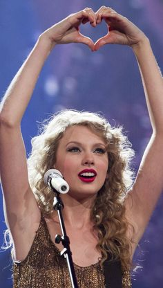Taylor Swift my idol ! Taylor Swift Fearless, Taylor Swift Speak Now, Long Live Taylor Swift, Taylor Swift Concert, Taylor Swift Quotes, Taylor Swift Style, Taylor Swift Pictures, Taylor Alison Swift, Young Taylor Swift
