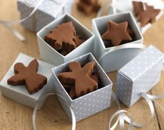 """Love this idea, cookie cutters to make fudge shapes! No-cook fudge recipe. Might be worth a try--might be able to make chocolate """"dough"""" adapting this. Christmas Hamper, Noel Christmas, Christmas Goodies, Christmas Treats, Xmas, Christmas Fudge, Christmas Nails, Fudge Recipes, Candy Recipes"""