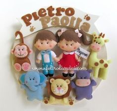 Enfeite de Porta da maternidade Safári - Encomenda Luana Baby Mobile Felt, Felt Baby, Felt Wreath, Felt Garland, Bear Felt, Christmas Crafts, Christmas Ornaments, Name Banners, Felt Decorations
